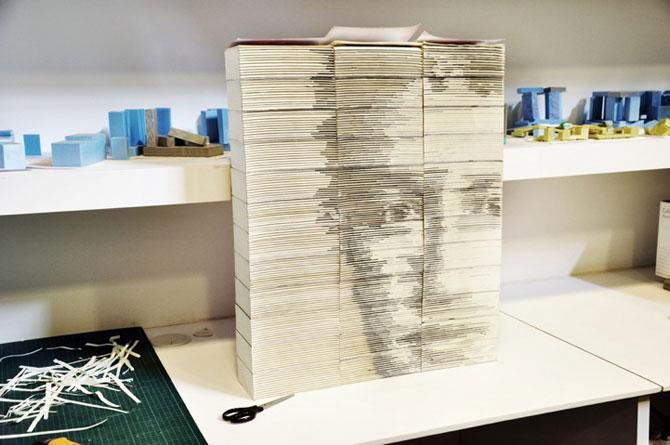 Chipul din carti: Portretul lui Mark Zuckerbeg sculptat in carti - Poza 5