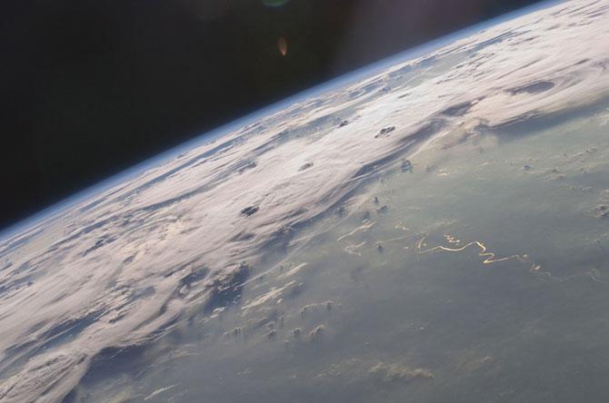 Spatiul cosmic, fotografiat de astronautii NASA - Poza 6