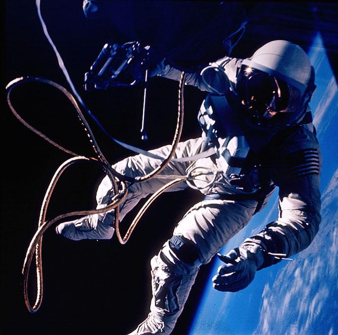 Spatiul cosmic, fotografiat de astronautii NASA - Poza 7