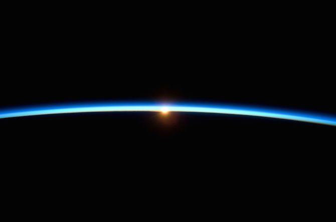 Spatiul cosmic, fotografiat de astronautii NASA - Poza 8