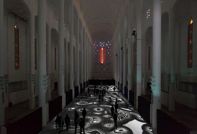 Covor de lumina si culori, intr-o fosta biserica - Poza 6