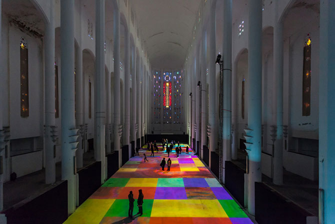 Covor de lumina si culori, intr-o fosta biserica - Poza 7