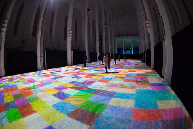 Covor de lumina si culori, intr-o fosta biserica - Poza 8