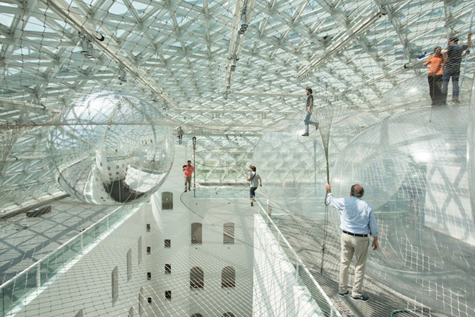 Panza de paianjen pentru oameni, la Dusseldorf - Poza 2