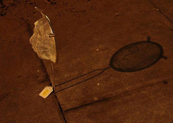 Arta, strecuratori si eclipsa, de Isaac Cordal - Poza 4