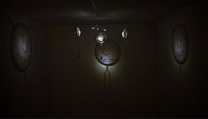 Arta, strecuratori si eclipsa, de Isaac Cordal - Poza 6