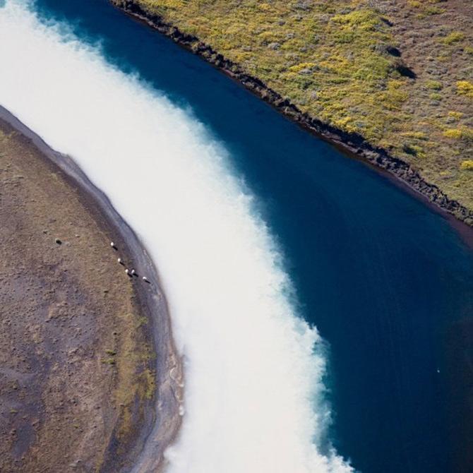 Peisaje islandeze fotografiate din varf de aripa - Poza 1