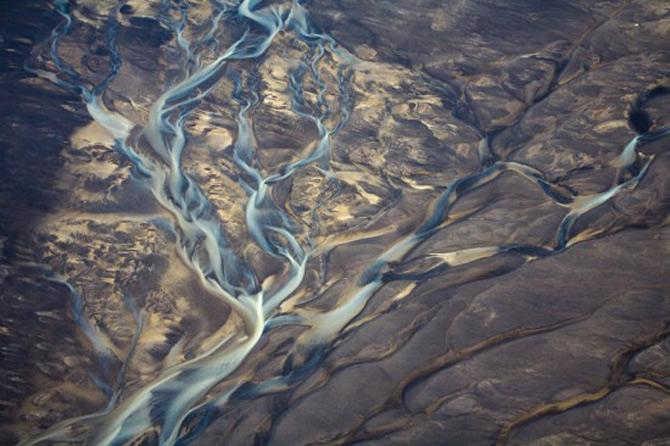 Peisaje islandeze fotografiate din varf de aripa - Poza 5