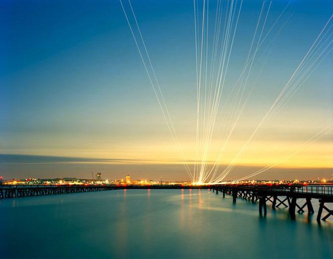 Avioanele deseneaza cu lumina pe cer - Poza 1