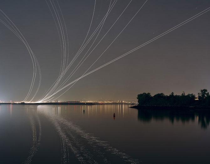 Avioanele deseneaza cu lumina pe cer - Poza 2