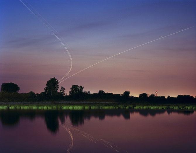 Avioanele deseneaza cu lumina pe cer - Poza 4