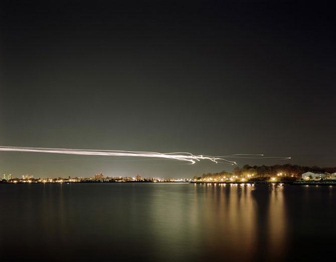 Avioanele deseneaza cu lumina pe cer - Poza 9