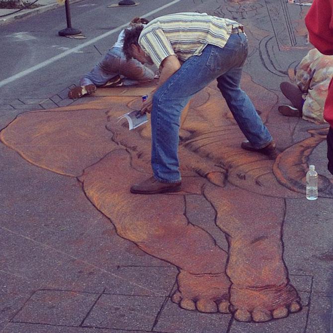 Fresca pe asfalt in 3D, de Kurt Wenner - Poza 4