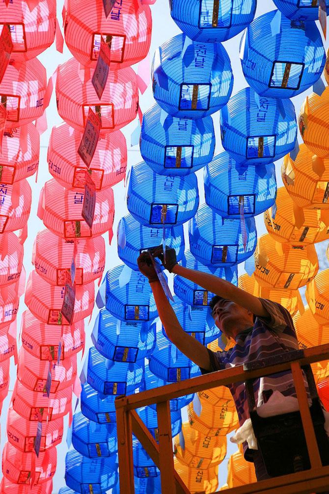 Lampioane colorate in Coreea, de ziua lui Buddha - Poza 2