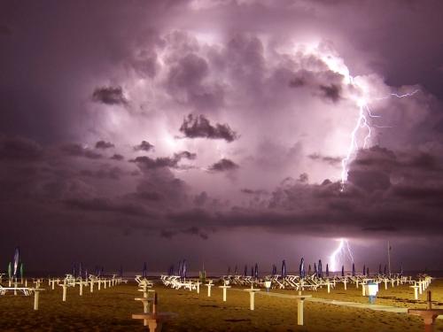 39 de fotografii uimitoare ale fulgerelor - Poza 25
