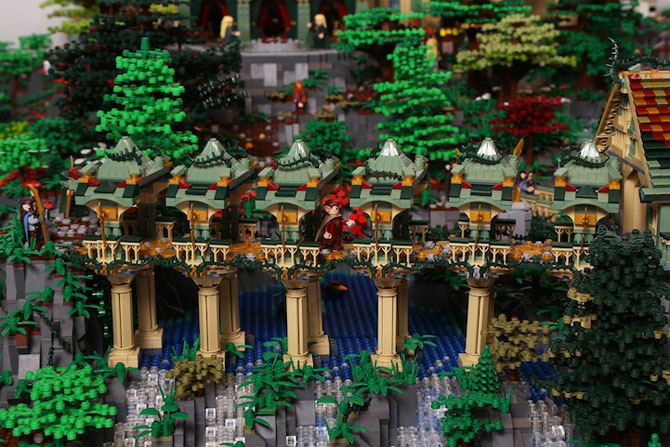 Rivendell din Lord of the Rings, din 200,000 de piese LEGO - Poza 3