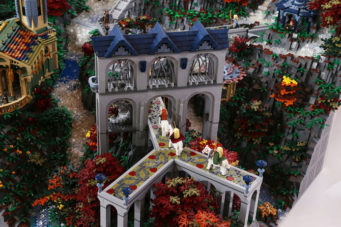 Rivendell din Lord of the Rings, din 200,000 de piese LEGO - Poza 8