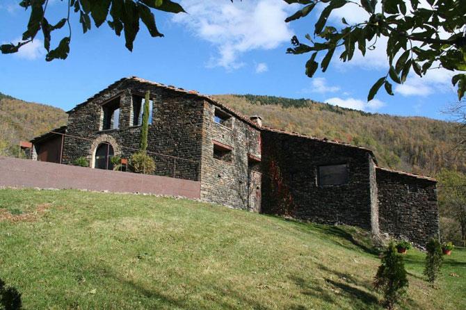 Ferma de piatra, transformata in vila de vis in Spania - Poza 1