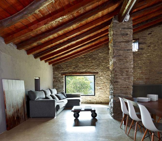 Ferma de piatra, transformata in vila de vis in Spania - Poza 2