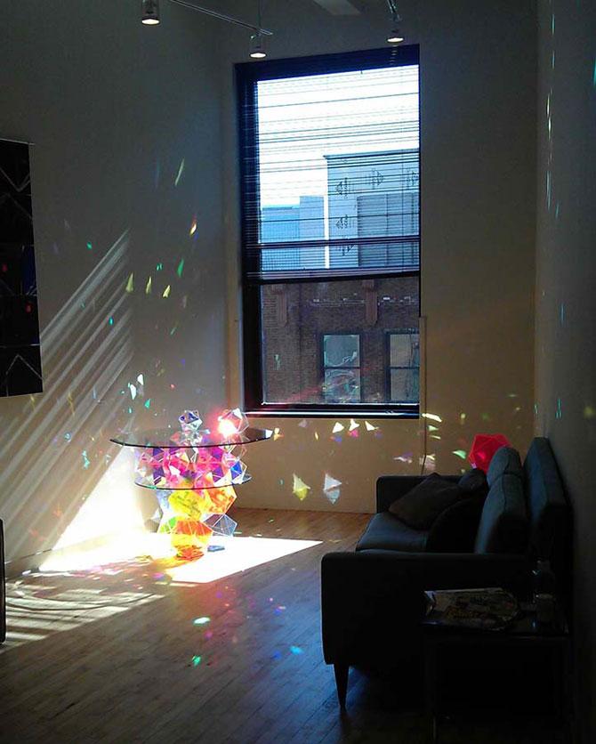 Masa din prisme-curcubeu, de John Foster - Poza 3