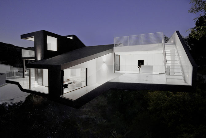 Nakahouse: O locuinta ultra-moderna in Hollywood Hills - Poza 1