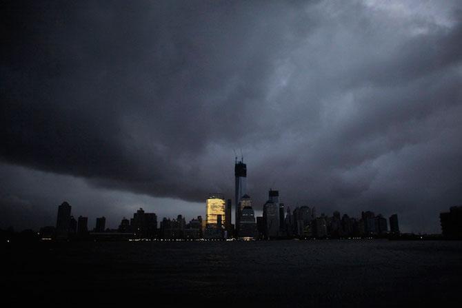 Uraganul Sandy a cufundat New Yorkul in bezna - Poza 6