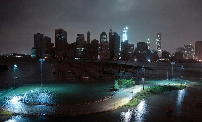 Uraganul Sandy a cufundat New Yorkul in bezna - Poza 7