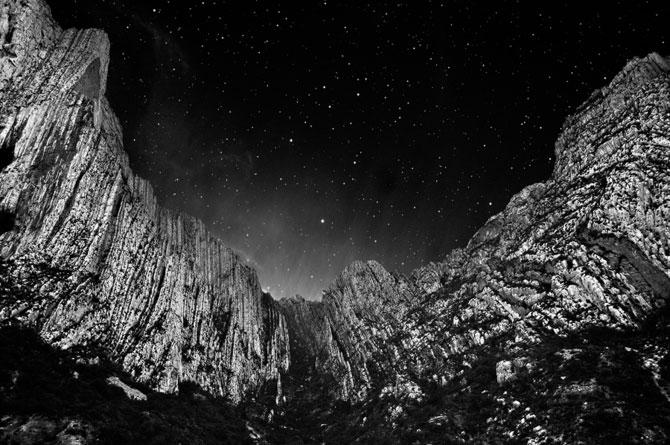Ceruri sumbre si sublime, de Nydia Lilian - Poza 2