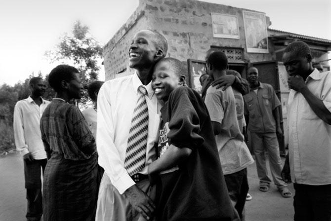Povestea orfanilor dansatori din Uganda, spusa de Doug Menuez - Poza 3
