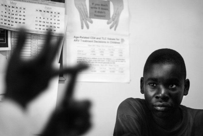 Povestea orfanilor dansatori din Uganda, spusa de Doug Menuez - Poza 5
