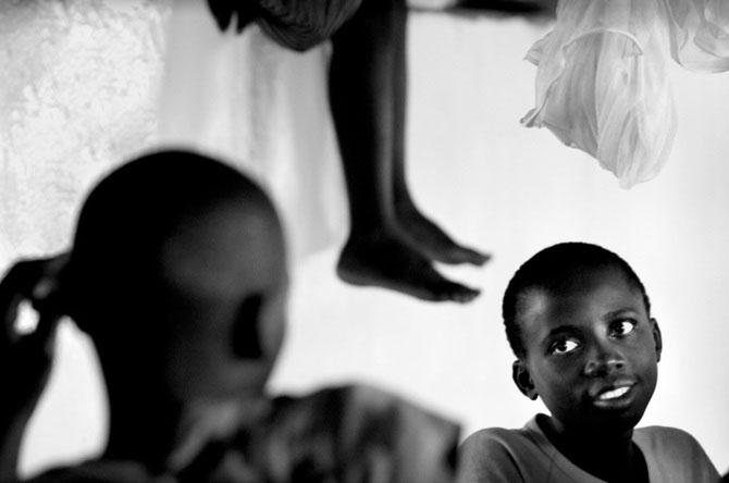 Povestea orfanilor dansatori din Uganda, spusa de Doug Menuez - Poza 9