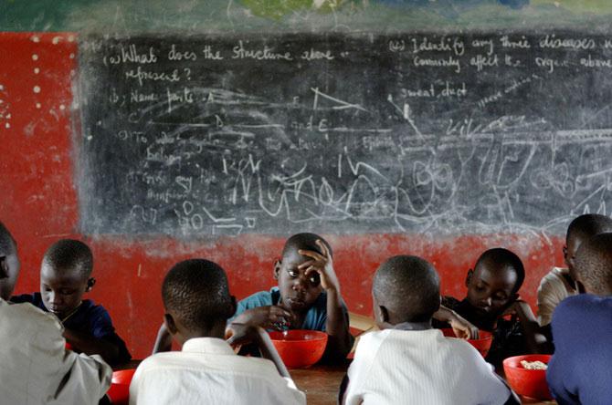 Povestea orfanilor dansatori din Uganda, spusa de Doug Menuez - Poza 11