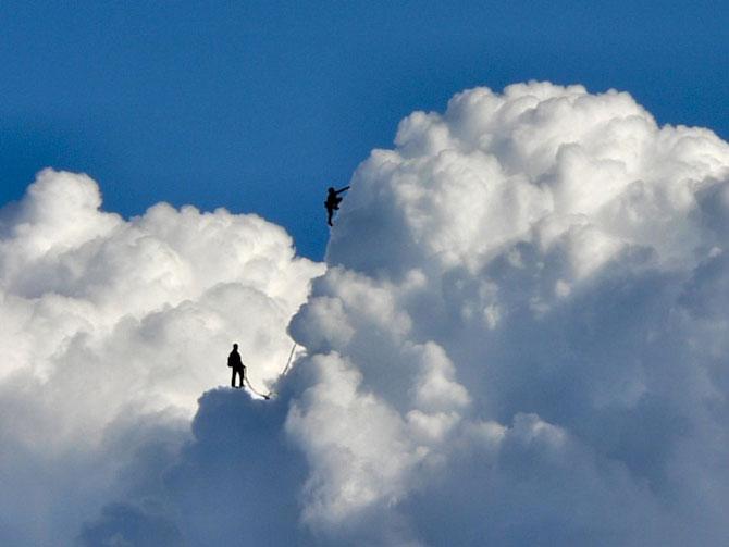 Elio Pallard se joaca printre nori - Poza 1