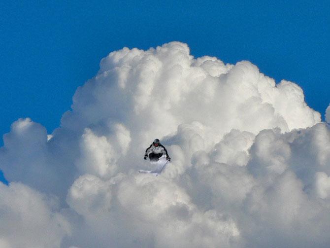 Elio Pallard se joaca printre nori - Poza 3