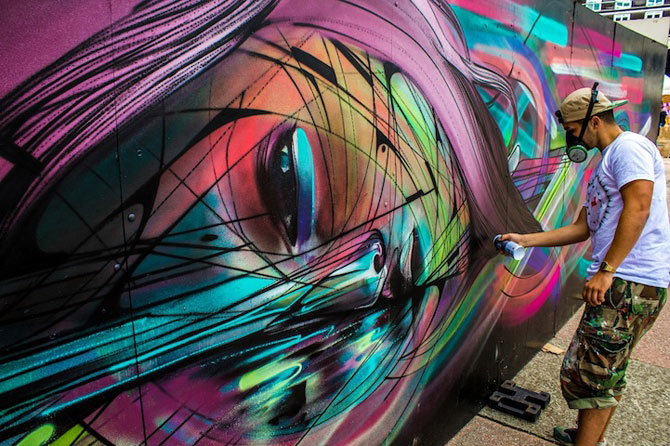 Portret multicolor in graffiti, de Hopare