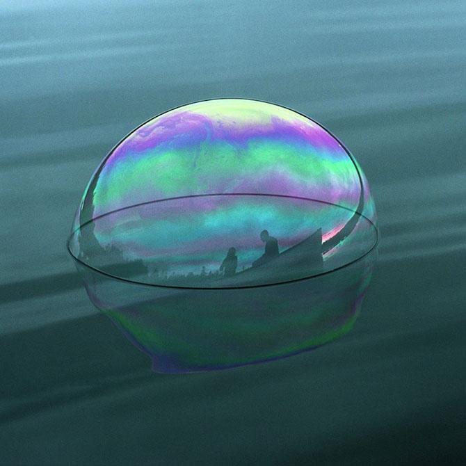 Siluete captive in bule de apa, de Julianne Swartz - Poza 3