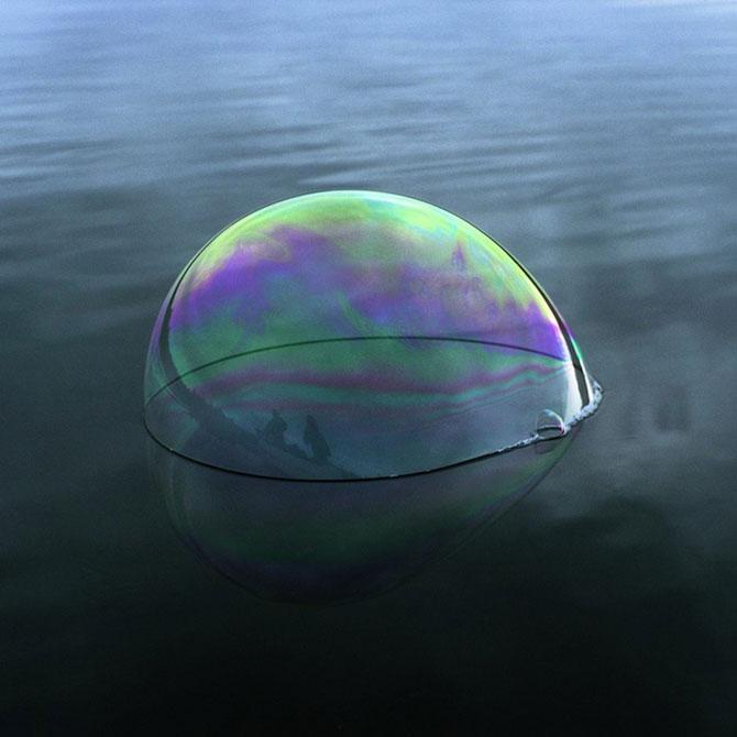Siluete captive in bule de apa, de Julianne Swartz - Poza 4