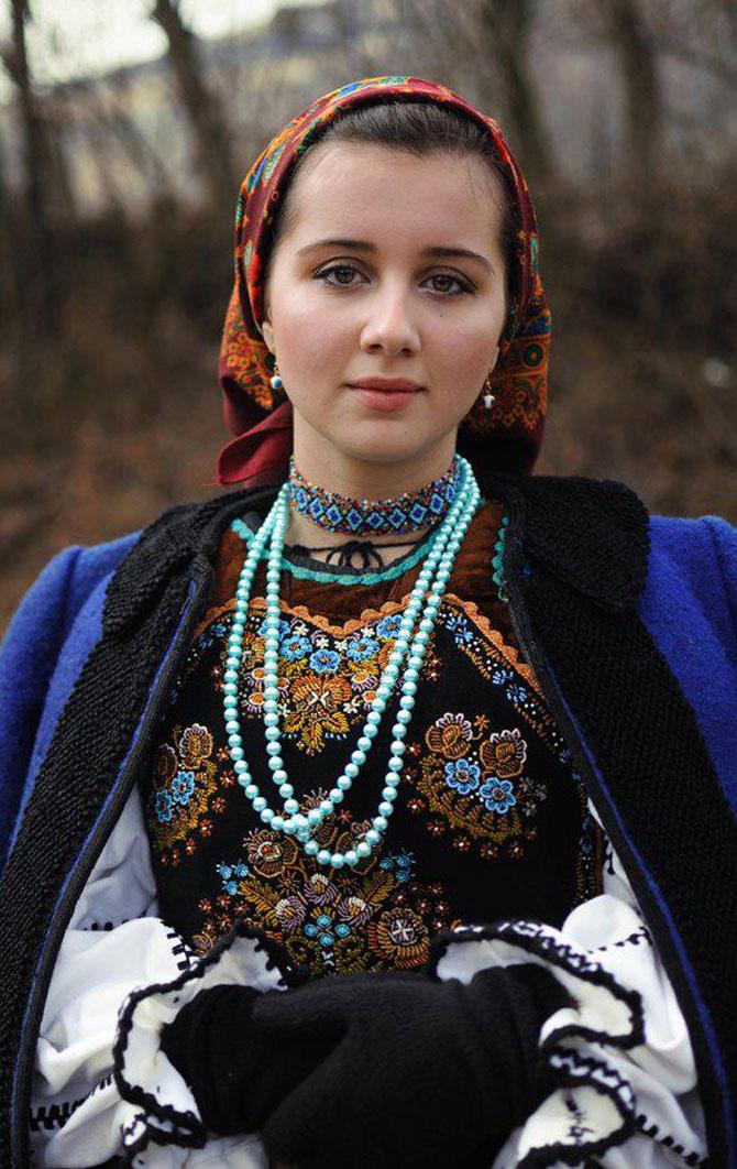 Ia romanesca si mandrele, de Silvia Floarea Toth