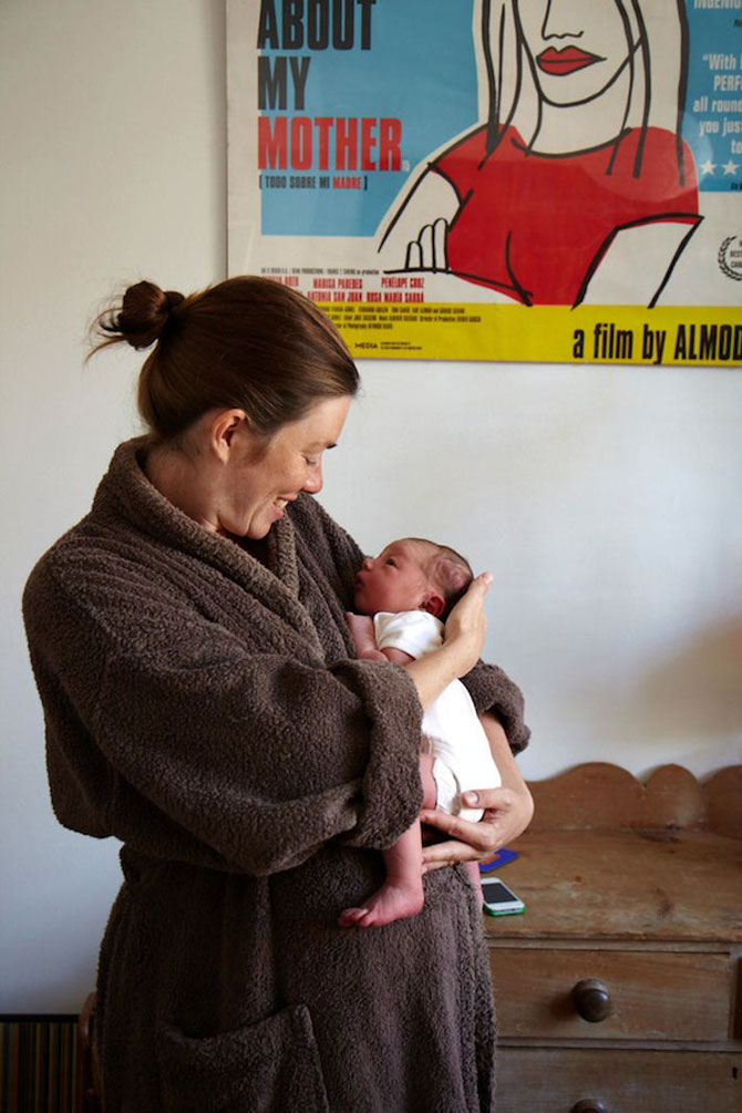 Emotie in portrete de mame cu bebelusi de o zi - Poza 5