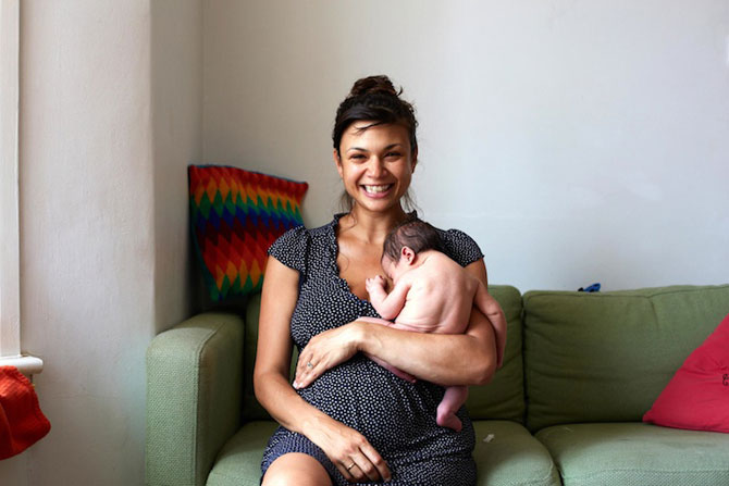 Emotie in portrete de mame cu bebelusi de o zi - Poza 11
