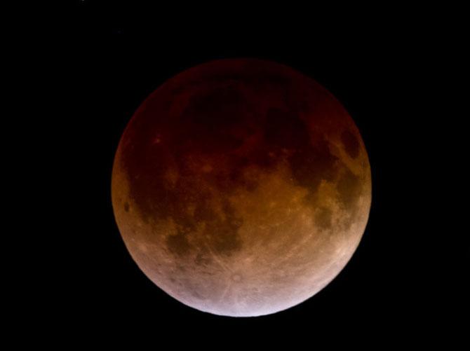 Cele mai bune fotografii cu Luna Sangerie - Poza 4