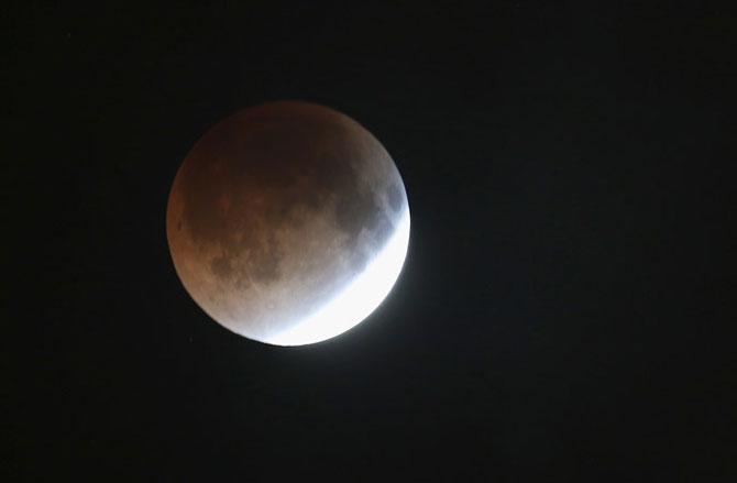 Cele mai bune fotografii cu Luna Sangerie - Poza 5
