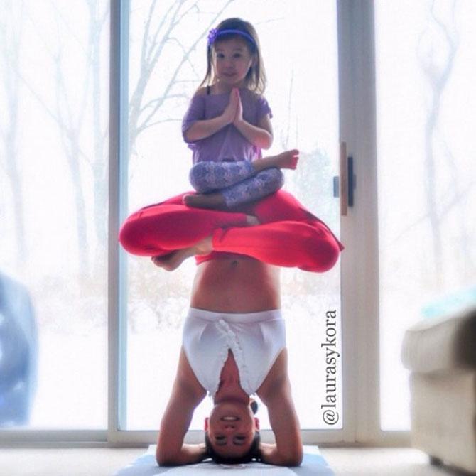 Mama si fiica, partenere de yoga - Poza 1