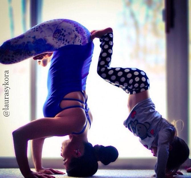 Mama si fiica, partenere de yoga - Poza 6