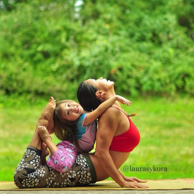 Mama si fiica, partenere de yoga - Poza 7