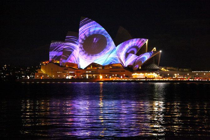 Lumina si culoare pe opera din Sydney - Poza 2
