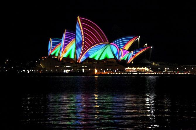 Lumina si culoare pe opera din Sydney - Poza 4