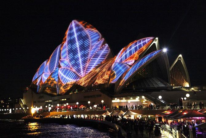 Lumina si culoare pe opera din Sydney - Poza 6