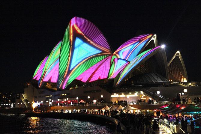 Lumina si culoare pe opera din Sydney - Poza 7