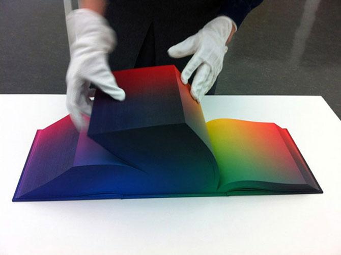 Atlasul culorilor RGB, de Tauba Auerbach - Poza 1